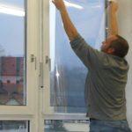 Fensterfolie anbringen – Nass verkleben ohne Spülmittel