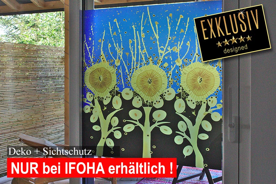 Farbig bedruckte Sichtschutzfolie mit Sonnenblumen auf einer Terrassenschiebetür