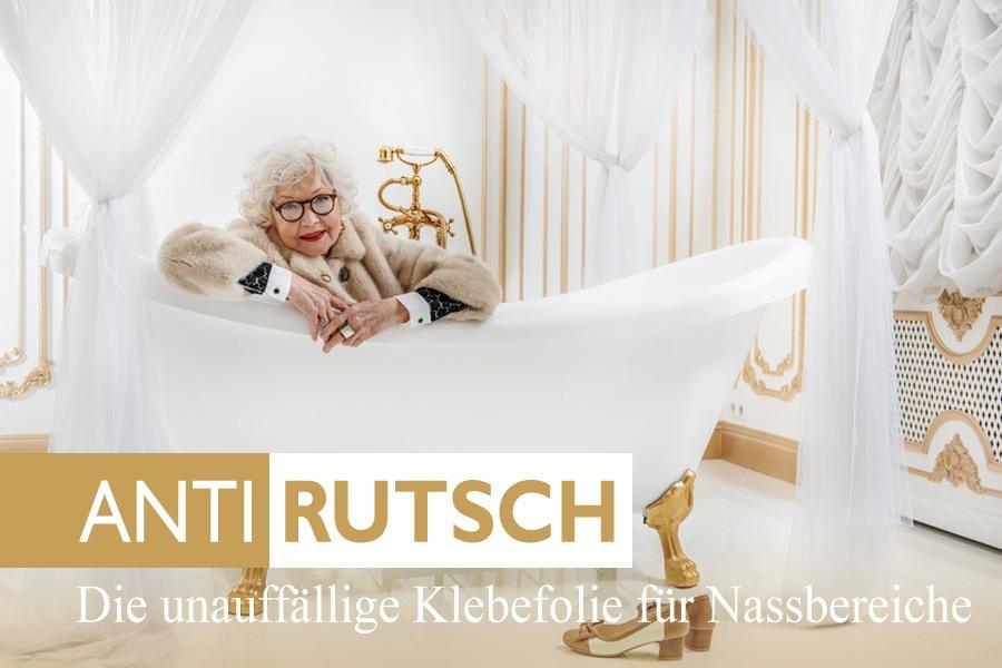alte dame in badewanne mit Antirutschbeschichtung