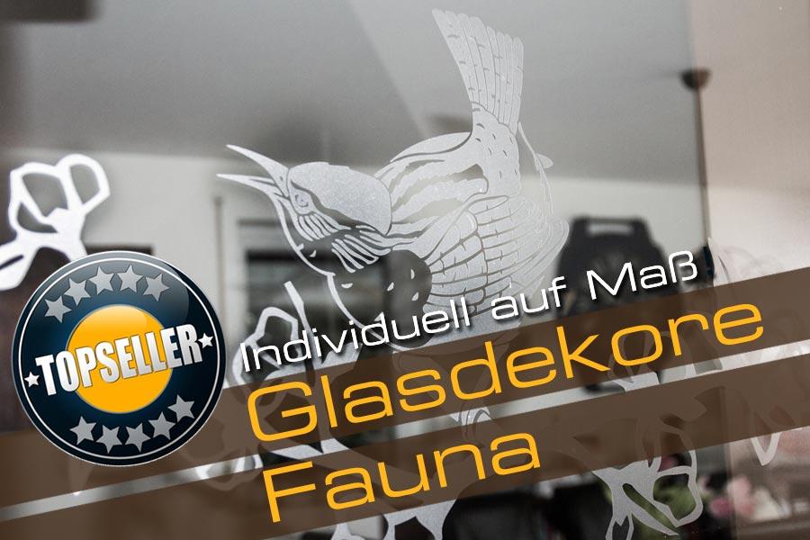 Glasdekor Fauna mit einem singenden Vogel auf einem Ast sitzend