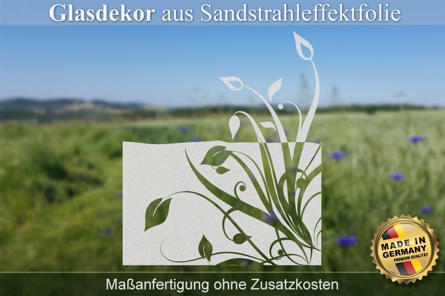 Glasscheibe mit einem abstrakten Blumenmotiv teilinvertiert