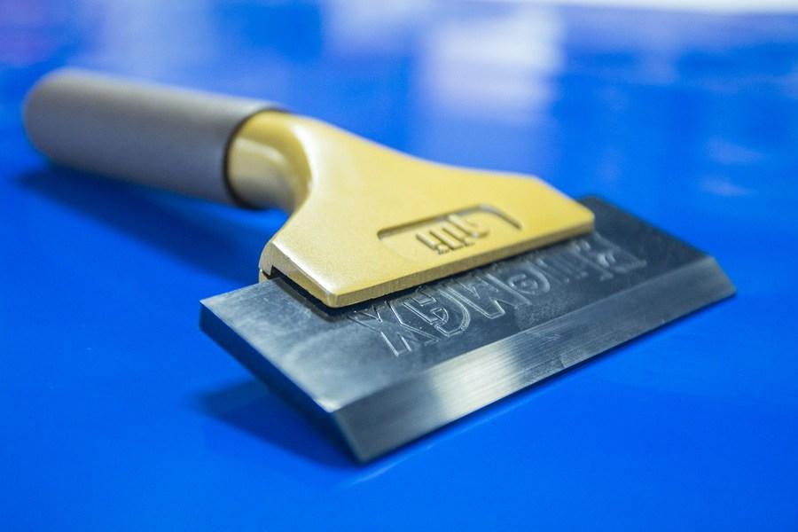 Werkzeug zum folieren von fensterfolien ifoha for Wandfolie transparent